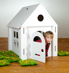 Calafant, Cardboard playhouse